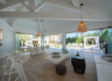 holiday rental st tropez place des lices anna living area