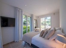 holiday rental st tropez place des lices anna bedroom