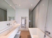 villa for rent les salins st tropez hollywood bathroom