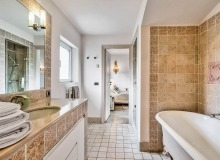 villa for rent les parcs de st tropez cosmos master bathroom