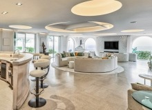 villa for rent les parcs de st tropez cosmos bar living area