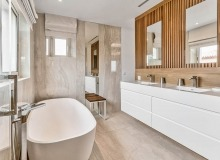 villa for rent les parcs de st tropez cosmos guest bathroom