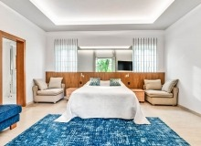 villa for rent les parcs de st tropez cosmos master bedroom