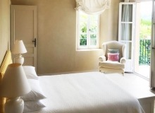 villa for rent gassin golf course st tropez master bedroom