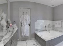 villa for let perla route des plages st tropez bathroom