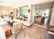 villa for rent white parrot les parcs st tropez living room