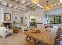 villa for let vielles pierres pampelonne beach dining area