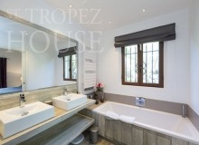 Luxury Sea Side Villa Vieilles Pierres in Saint Tropez - bathroom