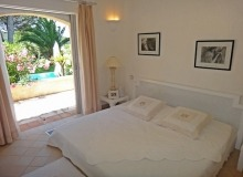Rent Villa Muse St Tropez - bedroom with access to the swimming pool