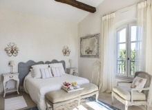 holiday rental route des plages st tropez mandalaure bedroom