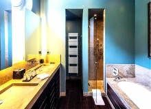 villa for let route des plages st tropez elegante bathroom