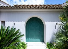 villa for let route des plages st tropez elegante entrance