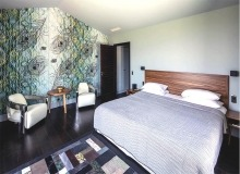 holiday rental route des plages st tropez elegante bedroom