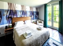 vacation rental route des plages st tropez elegante bedroom
