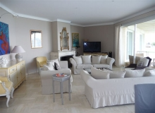 luxury villa for rent in gassin_living room